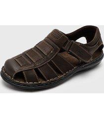sandalia marrón  fagus