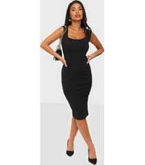 nly one push up neckline dress fodralklänningar