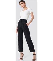 na-kd trend pleat detail high waist pants - black