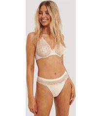 na-kd lingerie wavy lace edge v-string - beige