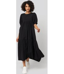 na-kd boho puff sleeve pleated tiered midi dress - black