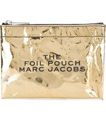 marc jacobs foil flat pouch - gold