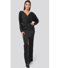 na-kd party belted batwing sleeve maxi dress - black