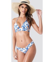 andrea hedenstedt x na-kd low waist cheeky bikini pantie - multicolor