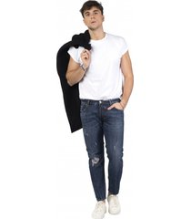 jeansy akur