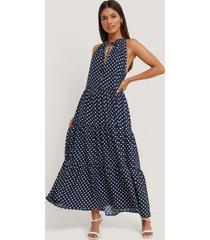 na-kd midiklänning med hög volangkrage - blue