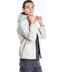 chaqueta gris claro con capota