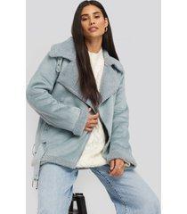 na-kd trend fake suede bonded aviator jacket - blue