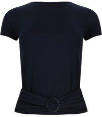 camiseta azul oscura con hebilla color azul, talla 14