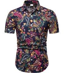 camisa casual de verano para hombre en la playa de paisley