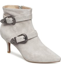 ann s shoes boots ankle boots ankle boots with heel beige shoe the bear