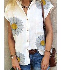 blusa blanca de manga corta con cuello clásico y estampado floral al azar