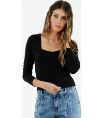 camiseta de mujer cuello cuadrado, manga larga, color negro
