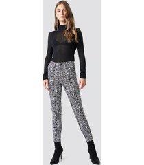 na-kd trend snake printed skinny jeans - multicolor