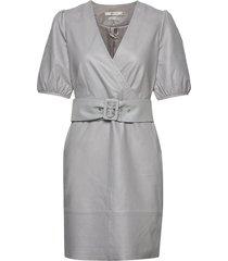 walmagz dress ye19 knälång klänning grå gestuz