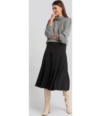 na-kd classic tailored pleated midi skirt - black