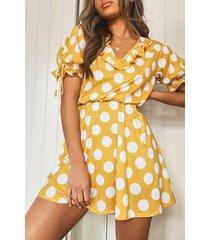 jurk met stippen en mouwstrikjes, mosterd