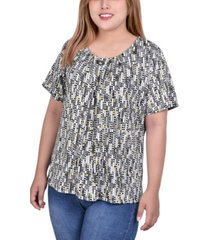 plus size short sleeve pleat front top with hardware