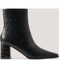 na-kd shoes krokodilskinnsmönstrade boots med smal, spetsig tå - black