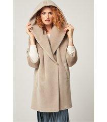 ciepły, jasnobeżowy płaszcz wełniany
