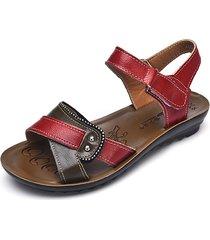 sandali bassi a punta aperta in cuoio con velcro