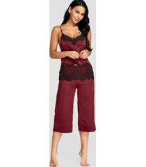 conjunto de pijama de pantalón ancho y top de satén con encaje burdeos