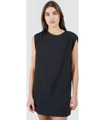 vestido suelto unicolor color negro, talla 10