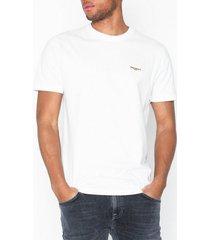 nudie jeans daniel logo tee t-shirts & linnen offwhite