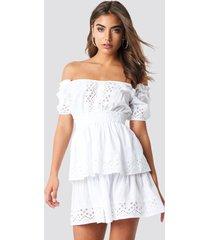 iva nikolina x na-kd off shoulder v neck crochet frill dress - white