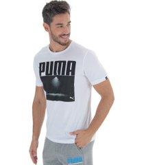 camiseta puma photoprint floodlight - masculina - branco/preto