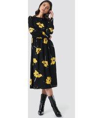 na-kd wide cuff balloon sleeve dress - black