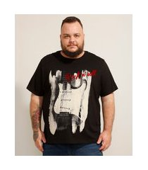"camiseta de algodão plus size guitarra rock 'n' roll"" flocada manga curta gola careca preta"""