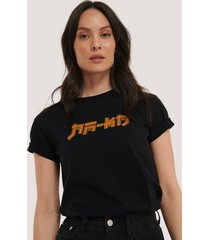 na-kd trend t-shirt med na-kd-tryck - black