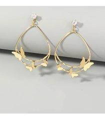 aretes colgantes redondos con decoración de mariposa de oro