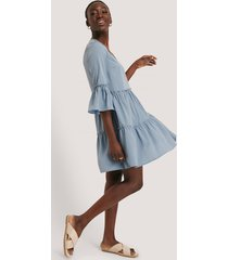 na-kd boho v-neck ruffle dress - blue