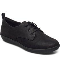 ayla reece snörade skor låga svart clarks