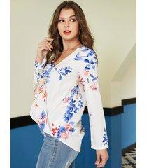 blusa con estampado floral al azar con diseño cruzado blanco yoins
