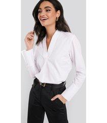 na-kd classic v-neck blouse - white