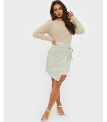 ivyrevel overlap pu skirt midikjolar