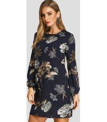 vestido azul oscuro con estampado floral al azar