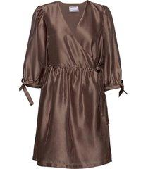 enola wrap dress knälång klänning brun designers, remix