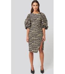 na-kd trend puff sleeve side split midi dress - multicolor