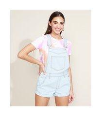 jardineira jeans feminina com bolsos e barra dobrada azul claro
