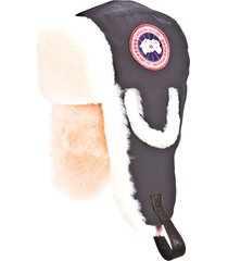 women's canada goose 'arctic' tech pilot hat with genuine shearling lining, size small/medium - black
