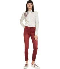 pantalón desigual burdeo - calce ajustado