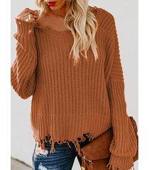suéter rasgado con cuello en v profundo marrón