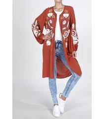 kimono tennis, fondo entero y apliques bordados