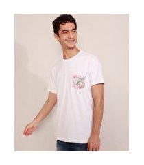 camiseta masculina manga curta com bolso estampado de folhagem gola careca branca