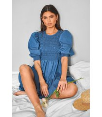 chambray puff sleeve tiered mini dress, mid blue