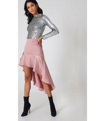 qontrast x na-kd asymmetric frill skirt - pink
